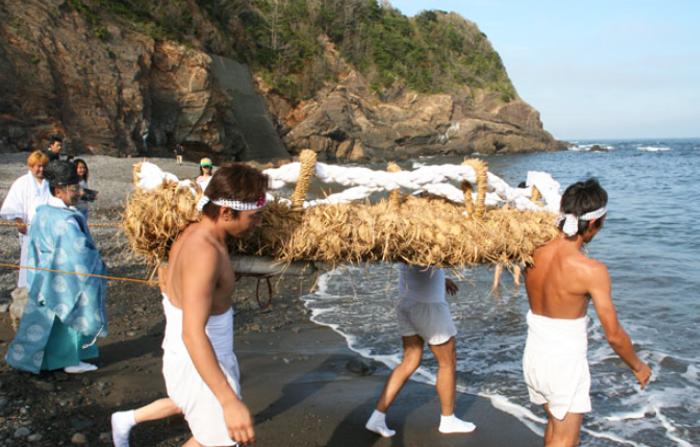 わらじ祭り画像提供 志摩市観光協会